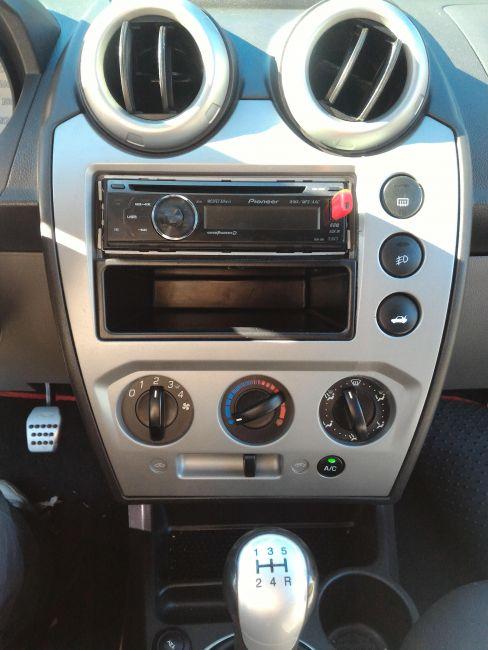 Ford Fiesta Hatch Trail 1.6 (Flex) - Foto #10