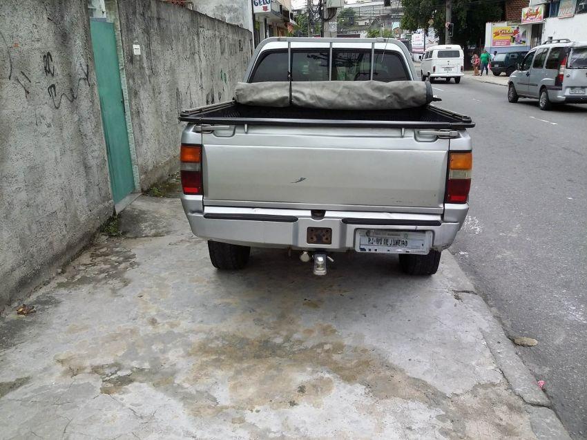 Mitsubishi L 200 GLS 4x4 2.5 Turbo (cab. dupla) - Foto #5