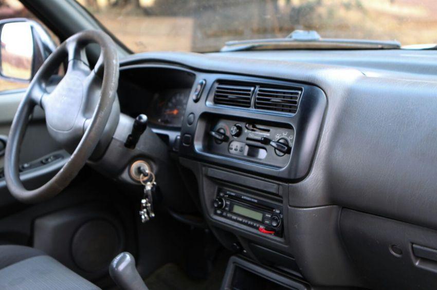 Mitsubishi L 200 Outdoor GLS 4x4 2.5 (cab. dupla) - Foto #2