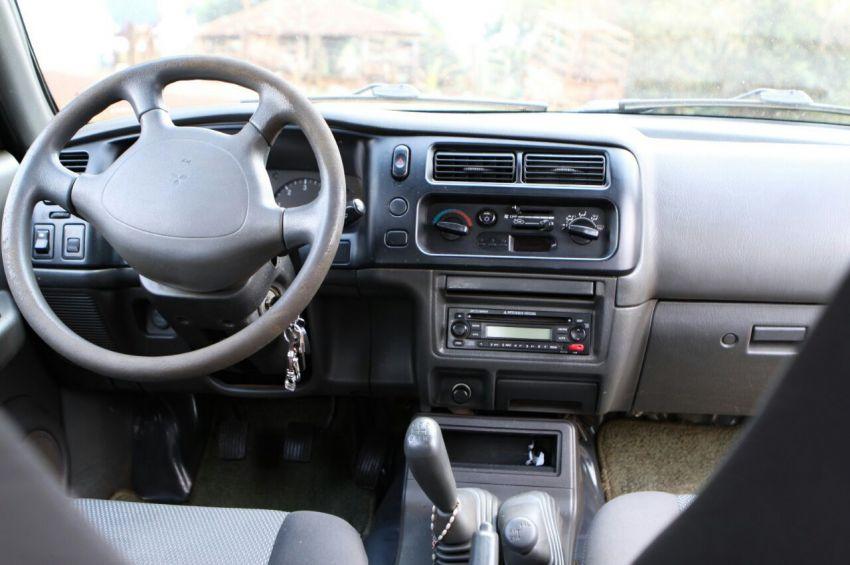 Mitsubishi L 200 Outdoor GLS 4x4 2.5 (cab. dupla) - Foto #3