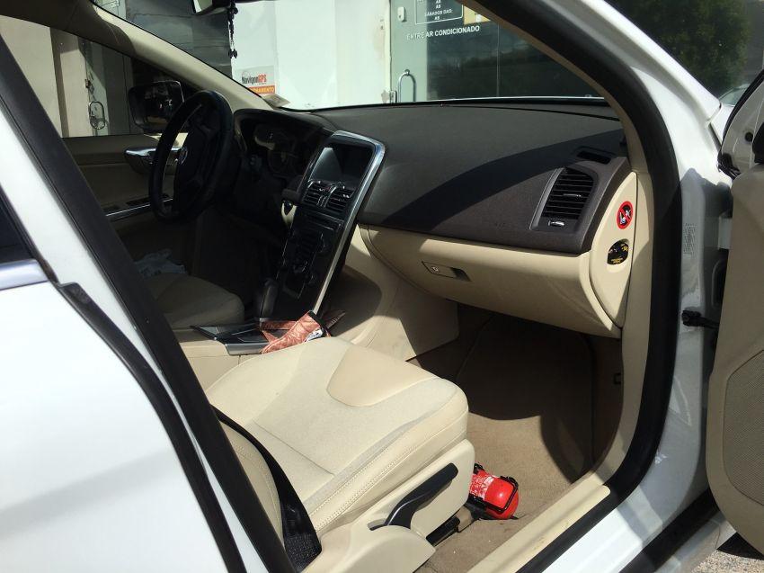 Volvo XC60 2.0 T5 Comfort - Foto #7