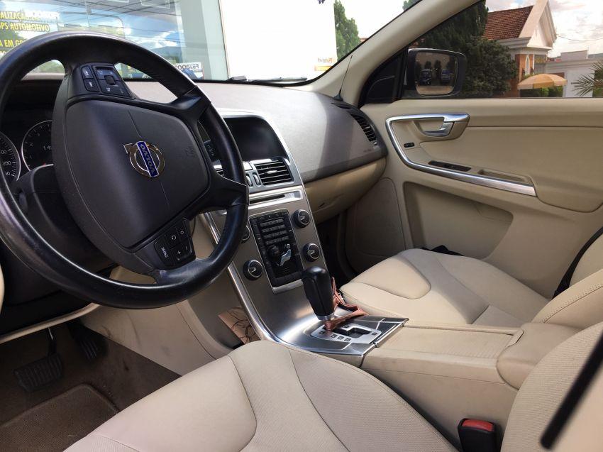 Volvo XC60 2.0 T5 Comfort - Foto #8