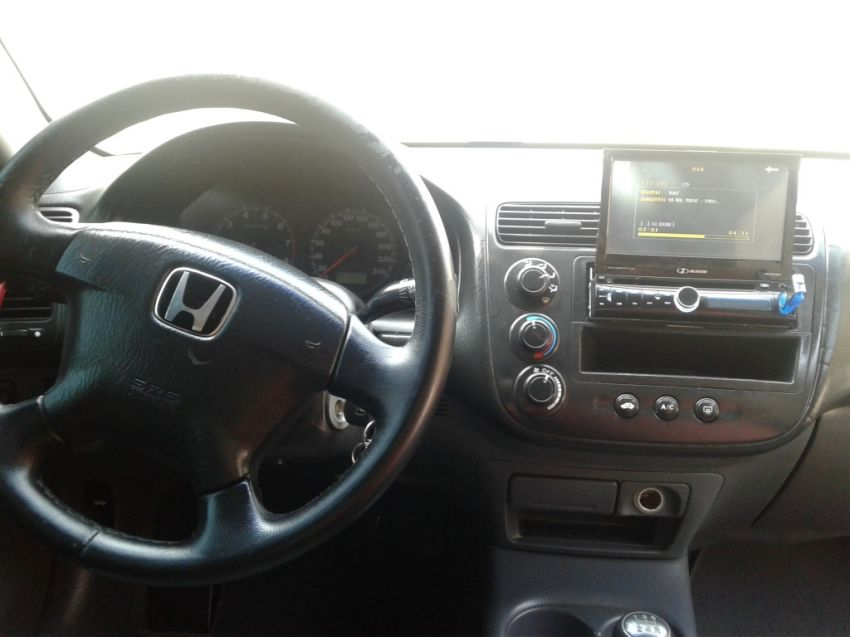 Honda Civic Sedan LX 1.7 16V - Foto #6