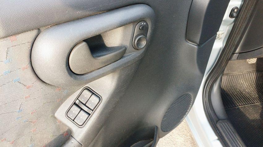 Chevrolet Corsa Hatch 1.8 (Flex) - Foto #2