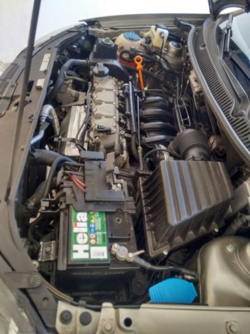 Volkswagen Polo Sedan Comfortline 1.6 8V I-Motion (Flex) (Aut) - Foto #5