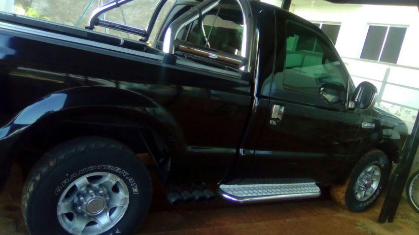 Ford F250 XL 4.2 V6 (Cab Simples) - Foto #1