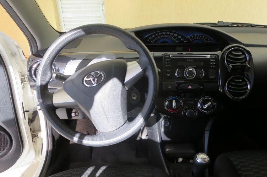 Toyota Etios XS 1.5 (Flex) - Foto #10