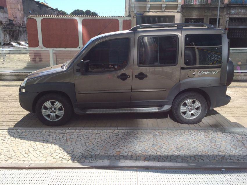Fiat Doblò Adventure 1.8 8V (Flex) - Foto #1