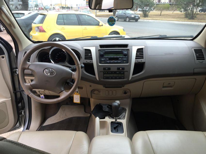 Toyota Hilux SW4 3.0 TDI 4x4 SRV 5L Auto - Foto #7