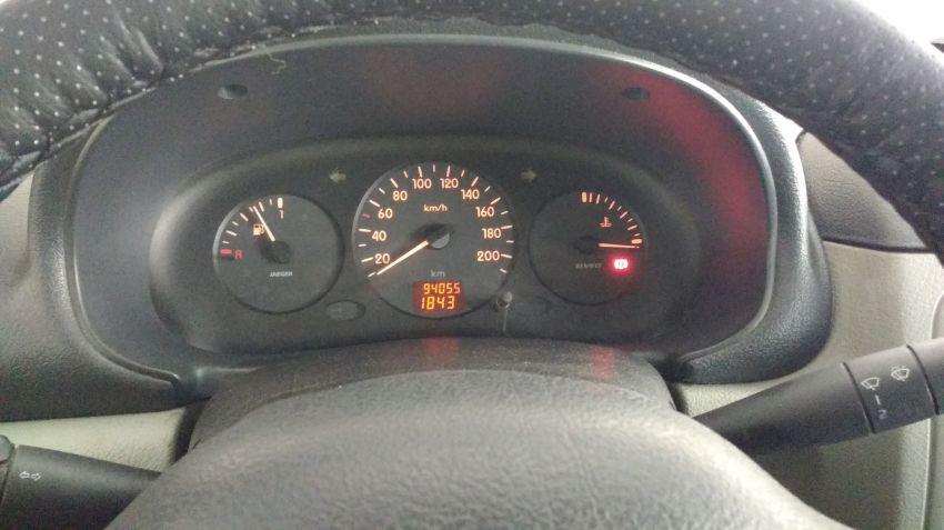 Renault Clio Hatch. 1.0 16V (série limitada) 4p - Foto #8