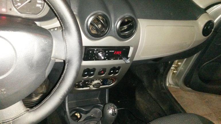 Renault Sandero Privilège 1.6 8V Hi-Torque (flex) - Foto #5
