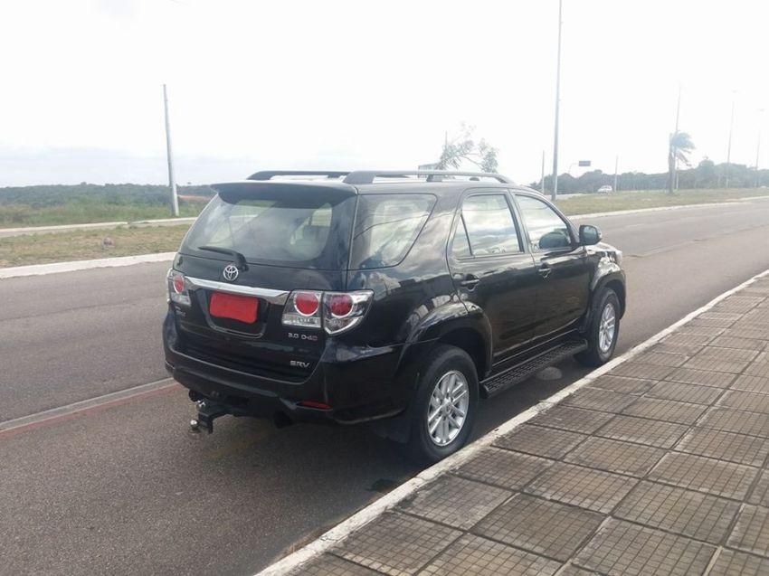 Toyota Hilux SW4 3.0 TDI 4x4 SRV 7L Auto - Foto #1