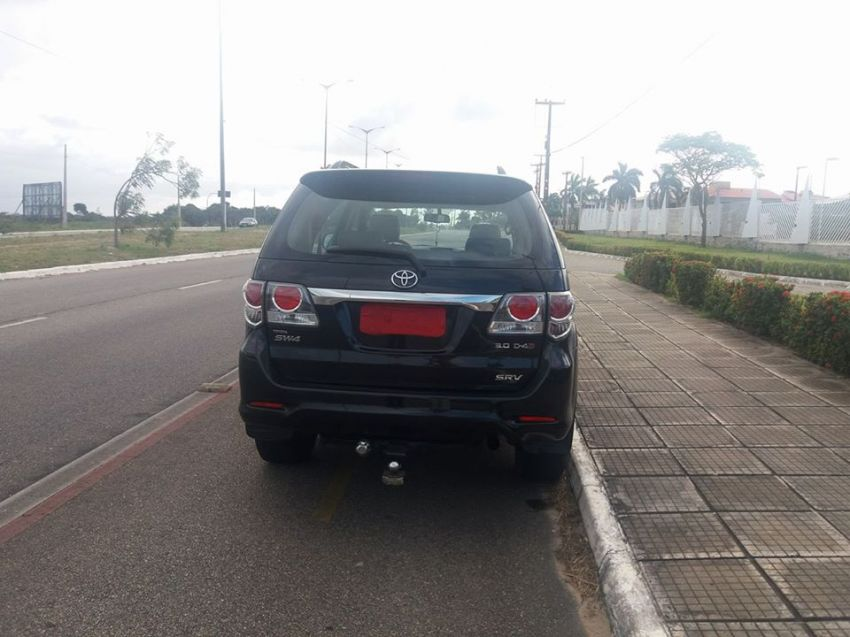 Toyota Hilux SW4 3.0 TDI 4x4 SRV 7L Auto - Foto #3