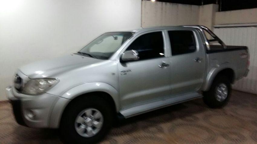 Toyota Hilux STD 4x4 2.5 (cab. dupla) - Foto #2