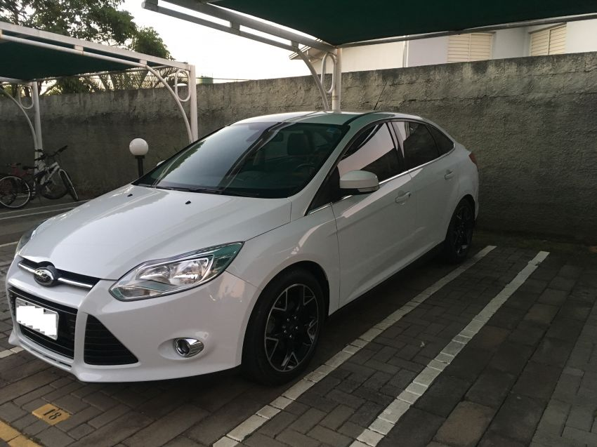 Ford Focus Sedan Titanium 2.0 16V PowerShift - Foto #2