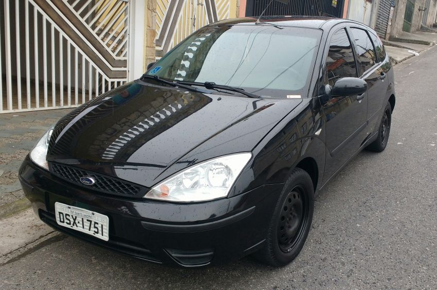 Ford Focus Hatch GLX 1.6 8V - Foto #2