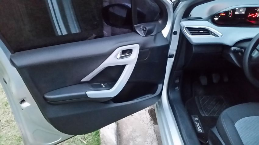 Peugeot 208 1.5 8V Active (Flex) - Foto #3