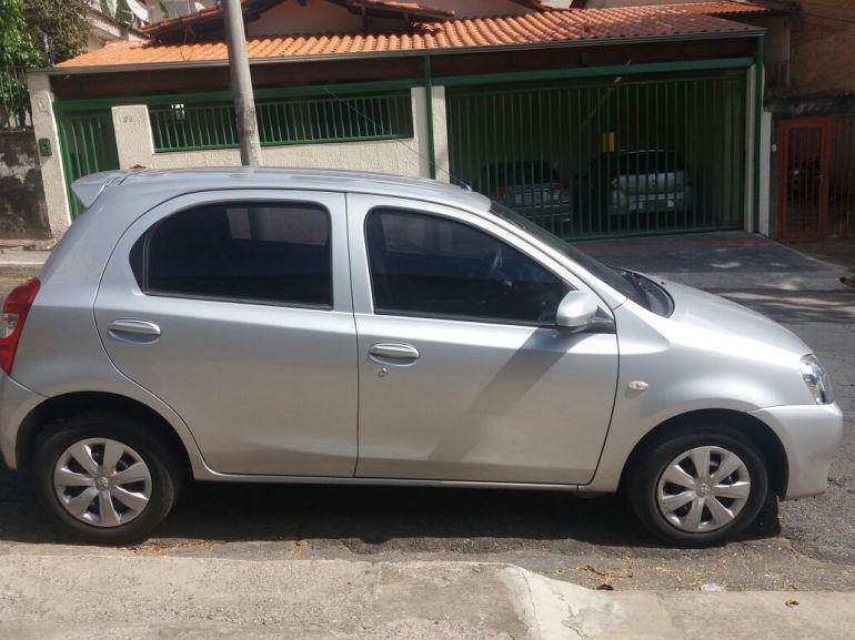 Toyota Etios 1.3 (Flex) - Foto #2