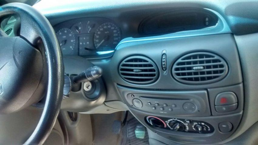 Renault Scénic Privilége 2.0 16V - Foto #1