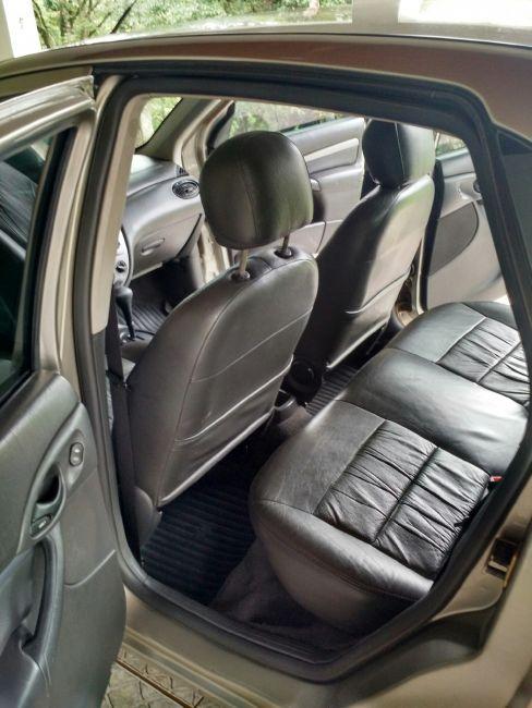 Ford Focus Sedan GLX 2.0 16V Duratec (Aut) - Foto #3