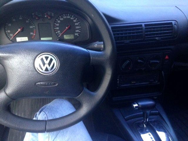 Volkswagen Passat 1.8 (Aut) - Foto #4