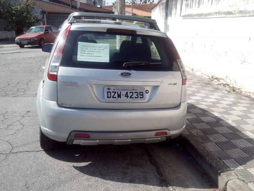 Ford Fiesta Hatch Trail 1.0 (Flex) - Foto #3