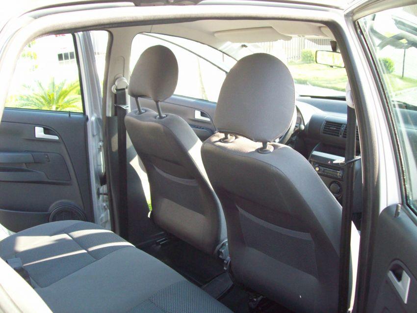 Volkswagen Fox 1.0 8V (Flex) 4p - Foto #2
