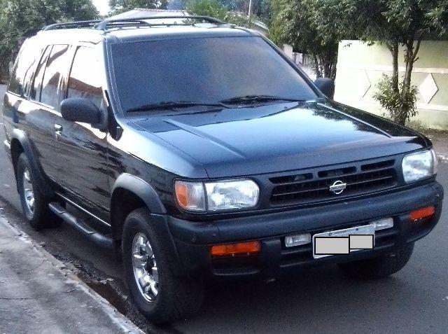 Nissan Pathfinder SE 4x4 3.3 12V - Foto #1
