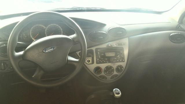 Ford Focus Hatch GL 1.6 8V (Flex) - Foto #4