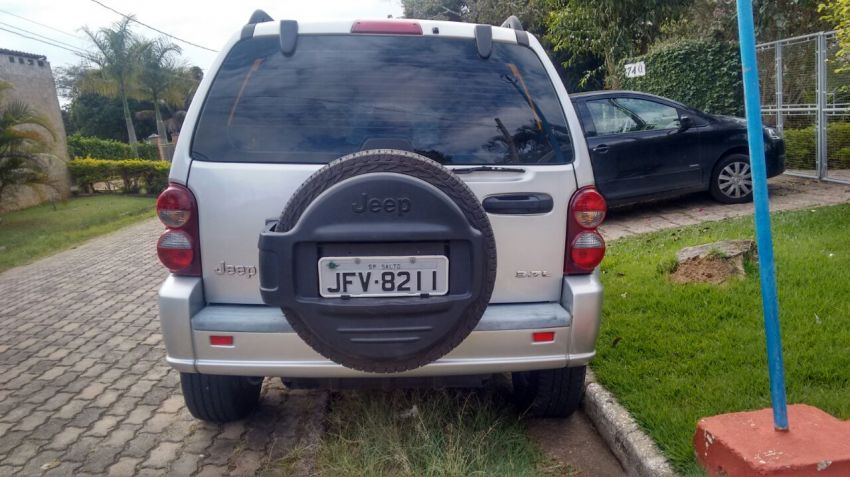 Jeep Cherokee Sport 3.7 V6 4WD - Foto #1