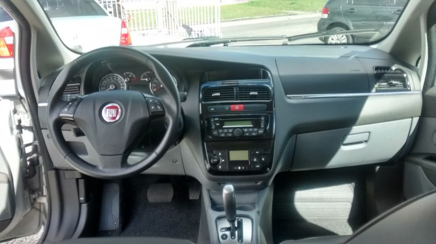 Fiat Linea Absolute Dualogic 1.8 16V(Flex) - Foto #6