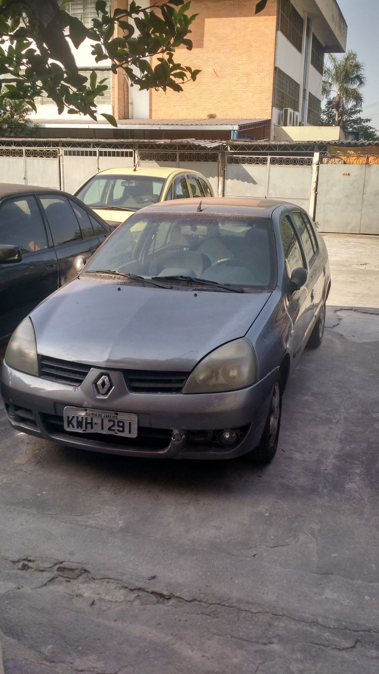 Renault Clio Sedan Privilége 1.6 16V (flex) - Foto #6