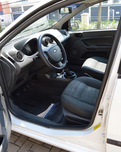 Ford Fiesta Hatch Class 1.6 8V - Foto #2