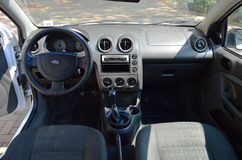 Ford Fiesta Hatch Class 1.6 8V - Foto #6