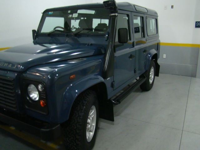 Land Rover Defender 110 4x4 2.4 S - Foto #1