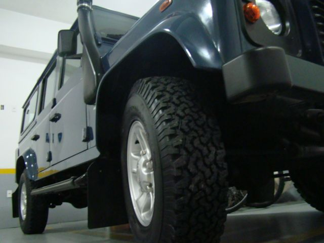 Land Rover Defender 110 4x4 2.4 S - Foto #3