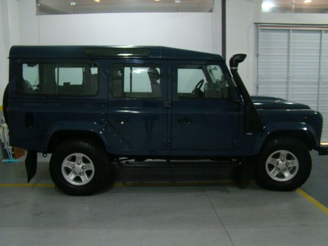 Land Rover Defender 110 4x4 2.4 S - Foto #4