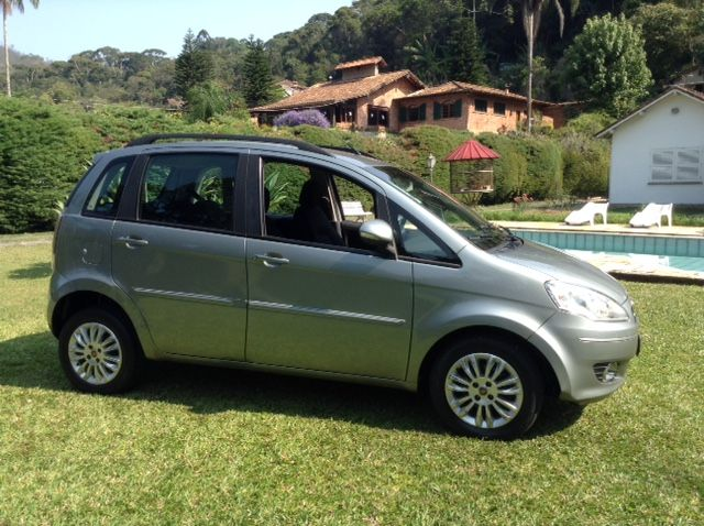 Fiat Idea Attractive 1.4 (Flex) - Foto #3