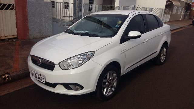 Fiat Grand Siena Essence Dualogic 1.6 16V (Flex) - Foto #3