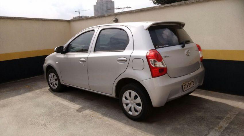 Toyota Etios X 1.3 (Flex) - Foto #2