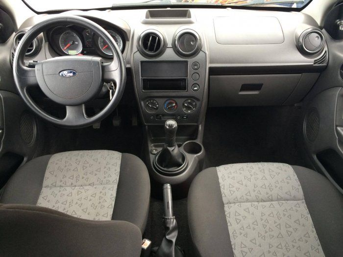 Ford Fiesta Sedan 1.6 Rocam (Flex) - Foto #5