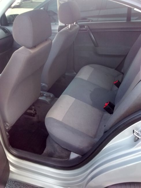 Volkswagen Polo Sedan 1.6 8V (Flex) - Foto #8