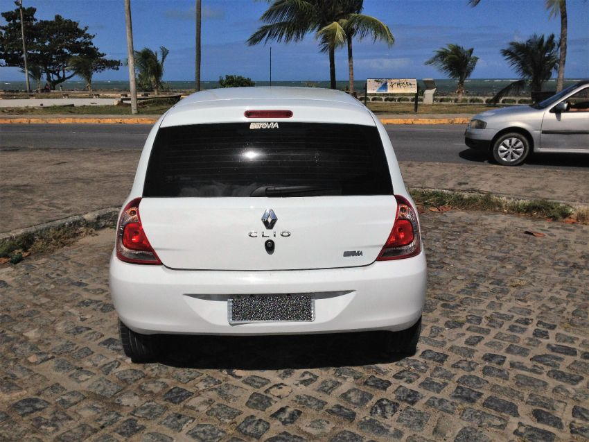 Renault Clio Hatch. Expression 1.0 8v 4p - Foto #4