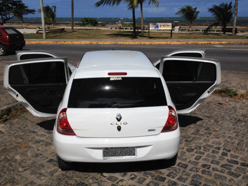 Renault Clio Hatch. Expression 1.0 8v 4p - Foto #7