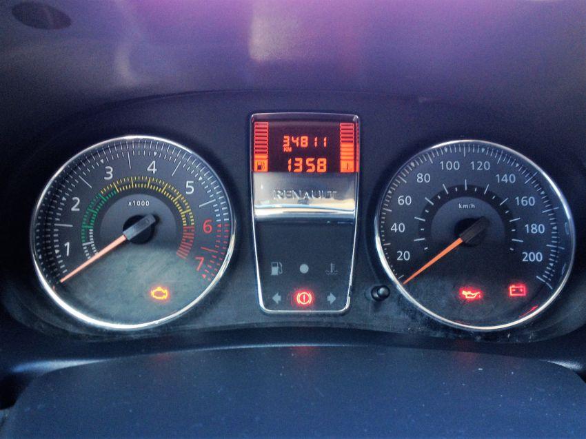 Renault Clio Hatch. Expression 1.0 8v 4p - Foto #9