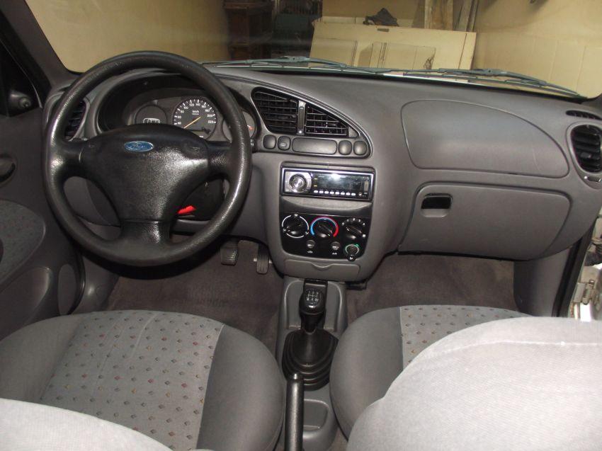 Ford Fiesta Hatch Street 1.0 8V - Foto #6