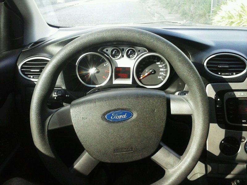 Ford Focus Hatch Ghia 2.0 16V (Aut) - Foto #6