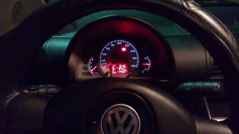 Volkswagen Fox Route 1.0 8V (Flex) 4p - Foto #8