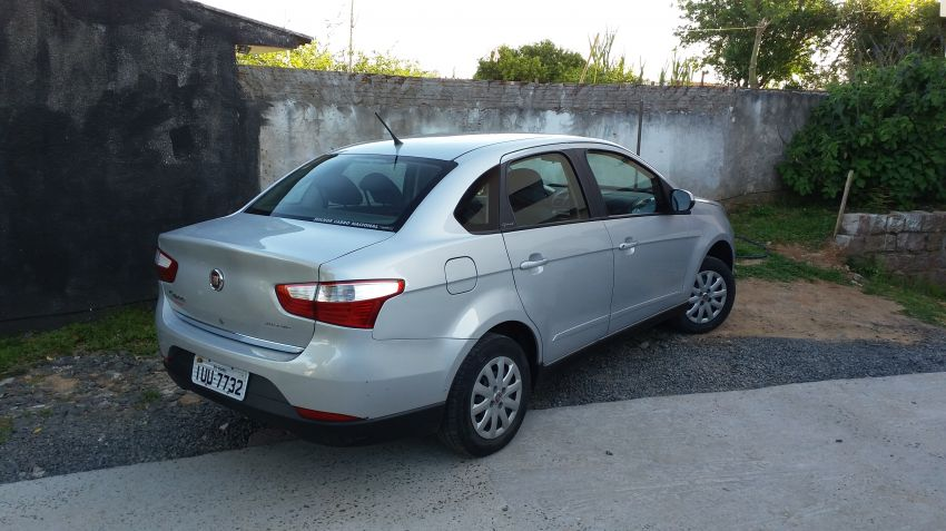 Fiat Grand Siena Attractive 1.4 (Flex) - Foto #4