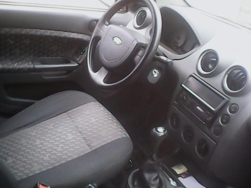 Ford Fiesta Hatch Class 1.6 8V - Foto #5